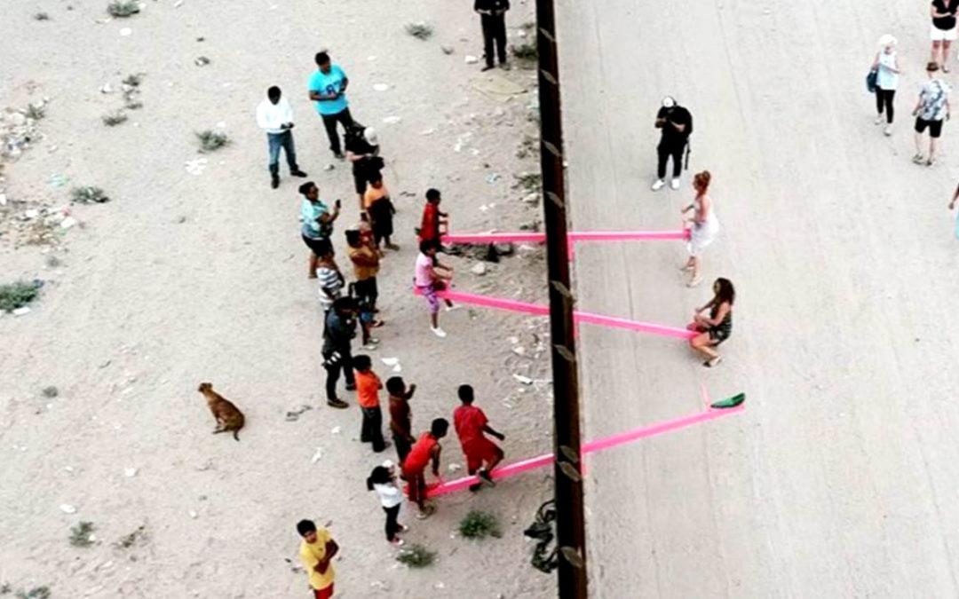 Des balançoires entre les frontières